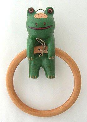 木彫り カエルのタオル掛け