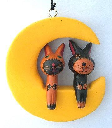 木彫り月に乗ったウサギ(B)