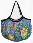 バティックグラニーバッグ(C)[可愛くて持ちやすく、収納性もあり★柔らかな布製で折り畳み可能]