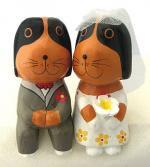 木彫り 犬 ウェディングワンコペア[ラブラブな花婿と花嫁の新婚さん、ギフトやウェルカムドールに]