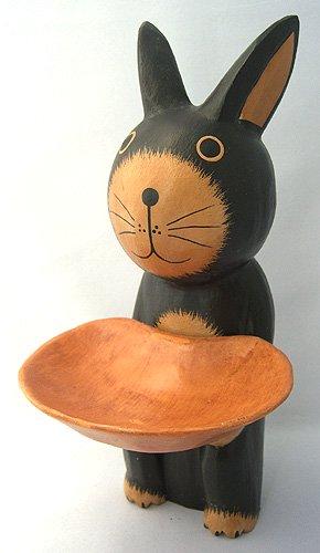 木彫りトレー持ちウサギ(A)