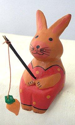 木彫りお座り釣りウサギ(B)