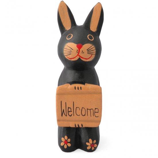 木彫りボード持ちウサギ(黒)【ウェルカムボードを捧げた可愛いウサギ★玄関や出入り口に飾ってね!】