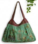 インド綿刺繍肩掛けバッグ(グリーン系)[ハンドメイドの温もり一杯入荷ごとに完売御礼の大人気商品]