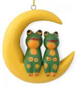 木彫り 蛙  月に乗ったカエル(大)[三日月に座った仲良しカップルの壁掛け、存在感のある大きめサイズ]
