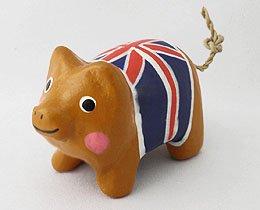 木彫り ミニブタ(英国国旗)[イギリスの旗、ユニオンジャック柄のお洋服着用]