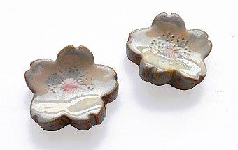 さくら箸置き二個組み[益子焼・桜のデザインの食卓小物で、普段のテーブルもグレードアップ]