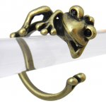 カエル リング 指輪 のんびり 蛙(アンティークゴールド)フリーサイズ(9号〜16号)