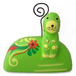 木彫り 犬 お座り子犬カード立て(黄緑)[写真やお気に入りのポストカードを挟み、お部屋に飾ってね]