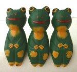 木彫り 蛙  お座りカエルトリオ[机やパソコン周り、窓辺に飾りたいインテリアグッズ★三個セットでお買い得]