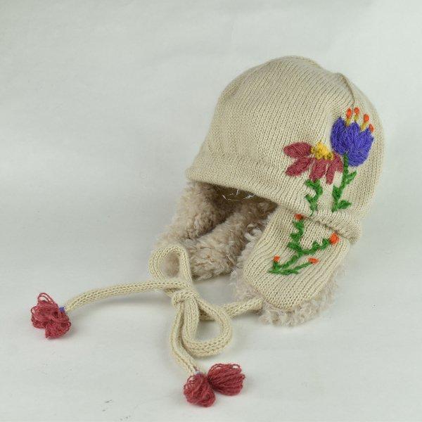 お花刺しゅうニット