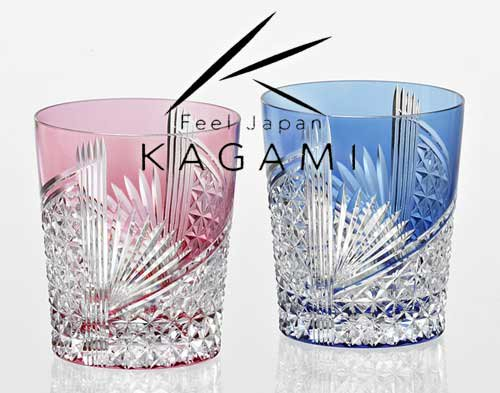 江戸切子 ペアロックグラス(金赤と青) - 折り鶴 紋 [TPS9852-2783-AB]|カガミクリスタル