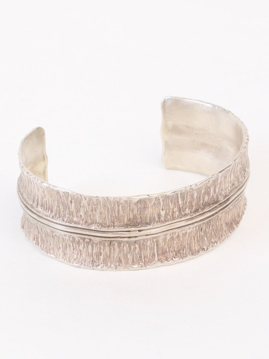 TROVE / ANTIQUE PETAL WIDE BANGLE by SHAFCA