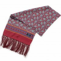 <img class='new_mark_img1' src='https://img.shop-pro.jp/img/new/icons47.gif' style='border:none;display:inline;margin:0px;padding:0px;width:auto;' />TOOTAL<p>Medium Paisley Silk Scarf<p>(ワイン)