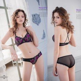 【訳ありC】パットレス 紫のフラワー刺繍入り ブラ&フルバックショーツ 上下セット