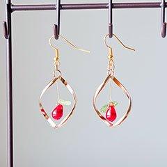 赤い木の実のピアス * ragazza gemelli