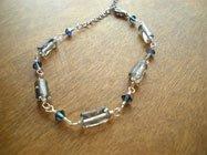 ガラスビーズとスワロフスキーのブレスレット(グレー&ブルー)*Little Lovely Beads