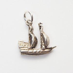 帆船のシルバーチャーム