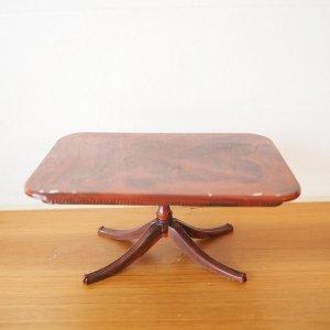 マーブル模様のミニチュアテーブル