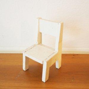 白い木製ミニチュアチェアA
