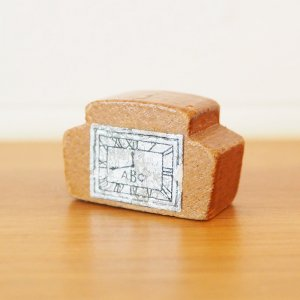 木製置き時計のミニチュアA