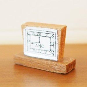 木製置き時計のミニチュアB