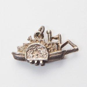 蒸気船のシルバーチャーム