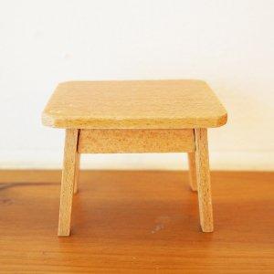 木製ミニテーブルのミニチュア