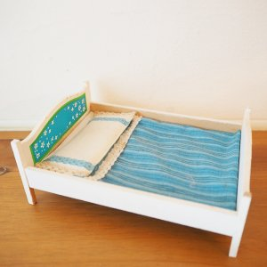 ブルーのベッドのミニチュア