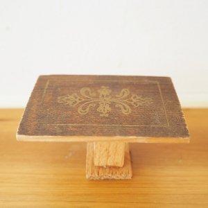 ワンポイント木製テーブルのミニチュア