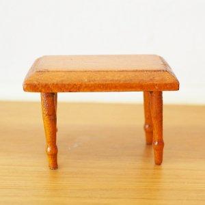 木製スツールのミニチュア