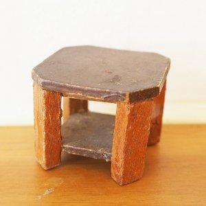 木製サイドテーブルのミニチュア
