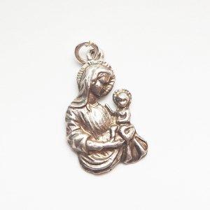 イエス様を抱いたマリア像のシルバーチャーム