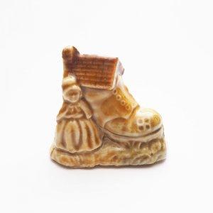 WADE Whimsies(ナーサリー/靴に住んでるおばあさん)