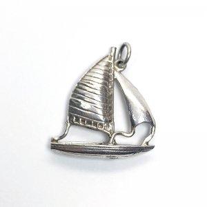ヨットのシルバーチャームA