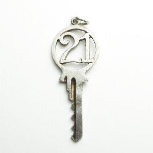 21キーのシルバーチャームD