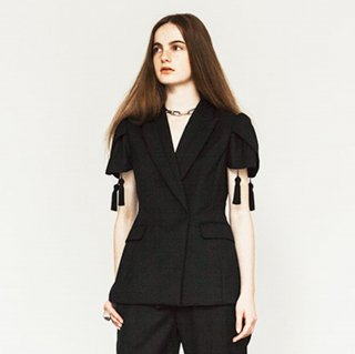 _TOMOUMI ONO<br>tulip sleeve tassel jacket <img class='new_mark_img2' src='//img.shop-pro.jp/img/new/icons20.gif' style='border:none;display:inline;margin:0px;padding:0px;width:auto;' />