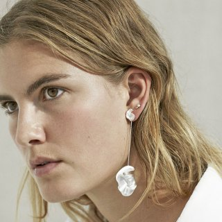 trine tuxen jewely<br>CHLOÉ EARRING<img class='new_mark_img2' src='//img.shop-pro.jp/img/new/icons2.gif' style='border:none;display:inline;margin:0px;padding:0px;width:auto;' />
