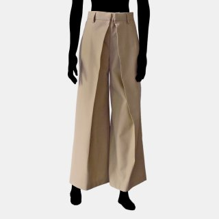 AKIKO AOKI<br>Wide pleated trousers<img class='new_mark_img2' src='https://img.shop-pro.jp/img/new/icons2.gif' style='border:none;display:inline;margin:0px;padding:0px;width:auto;' />