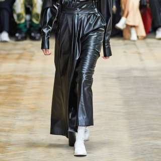 A.W.A.K.E  MODE<br>Pirt black leather skirt<img class='new_mark_img2' src='https://img.shop-pro.jp/img/new/icons2.gif' style='border:none;display:inline;margin:0px;padding:0px;width:auto;' />