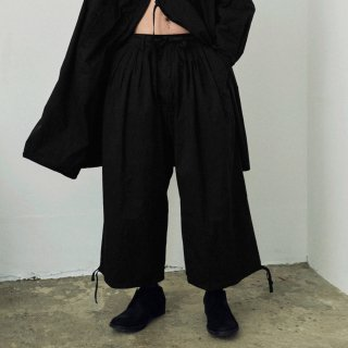 YOKO SAKAMOTO<br>5TUCK BAGGY TROUSERS (COTTON)<img class='new_mark_img2' src='https://img.shop-pro.jp/img/new/icons2.gif' style='border:none;display:inline;margin:0px;padding:0px;width:auto;' />