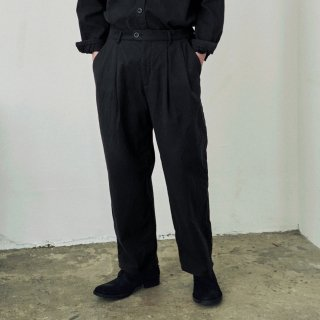 YOKO SAKAMOTO<br>2TUCK EASY TROUSERS<img class='new_mark_img2' src='https://img.shop-pro.jp/img/new/icons2.gif' style='border:none;display:inline;margin:0px;padding:0px;width:auto;' />