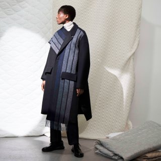 FFIXXED STUDIOS<br>INTERGRATED SCARF COAT<img class='new_mark_img2' src='https://img.shop-pro.jp/img/new/icons2.gif' style='border:none;display:inline;margin:0px;padding:0px;width:auto;' />
