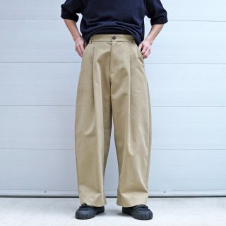 STUDIO NICHOLSON<br>PEACHED COTTON TWILL VOLUME PLEAT PANT<img class='new_mark_img2' src='https://img.shop-pro.jp/img/new/icons2.gif' style='border:none;display:inline;margin:0px;padding:0px;width:auto;' />