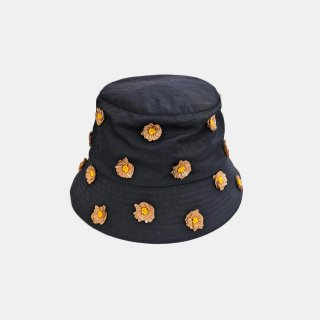 Dhruv Kapoor<br>EMBROIDERED BUCKET HAT<img class='new_mark_img2' src='https://img.shop-pro.jp/img/new/icons2.gif' style='border:none;display:inline;margin:0px;padding:0px;width:auto;' />