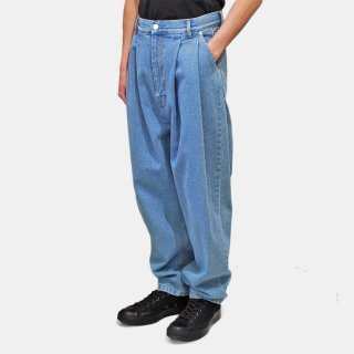 HED MAYNER<br>PLEATED DENIM<img class='new_mark_img2' src='https://img.shop-pro.jp/img/new/icons2.gif' style='border:none;display:inline;margin:0px;padding:0px;width:auto;' />