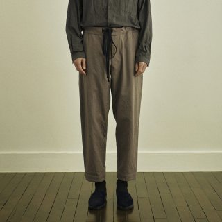 YOKO SAKAMOTO<br>ATELIER TROUSERS TAPERED<img class='new_mark_img2' src='https://img.shop-pro.jp/img/new/icons2.gif' style='border:none;display:inline;margin:0px;padding:0px;width:auto;' />