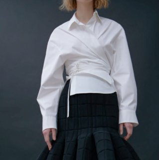 A.W.A.K.E  MODE<br>CROPPED BELTED WRAP SHIRT<img class='new_mark_img2' src='https://img.shop-pro.jp/img/new/icons2.gif' style='border:none;display:inline;margin:0px;padding:0px;width:auto;' />
