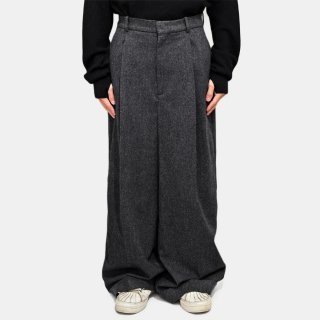 HED MAYNER<br>ELONGATED CUFFED TROUSERS<img class='new_mark_img2' src='https://img.shop-pro.jp/img/new/icons2.gif' style='border:none;display:inline;margin:0px;padding:0px;width:auto;' />