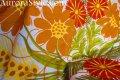 60年代布地 白地・オレンジ系と緑の大きな花一面